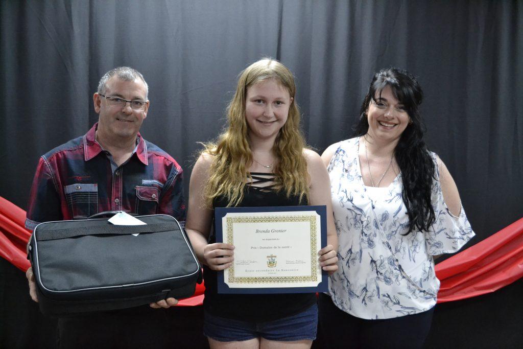 Brenda Grenier, gagnante du prix à l'école secondaire La Rencontre de Saint-Pamphile