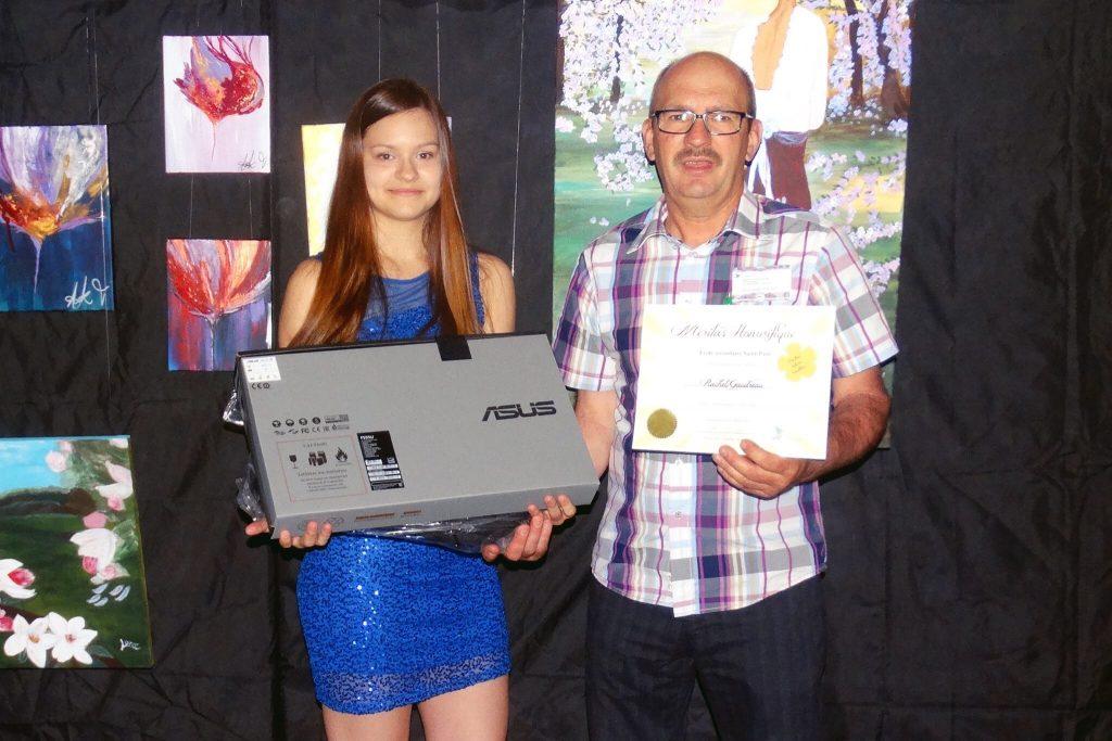 Rachel Gaudreau, gagnante du prix à l'école secondaire de St-Paul-de-Montminy